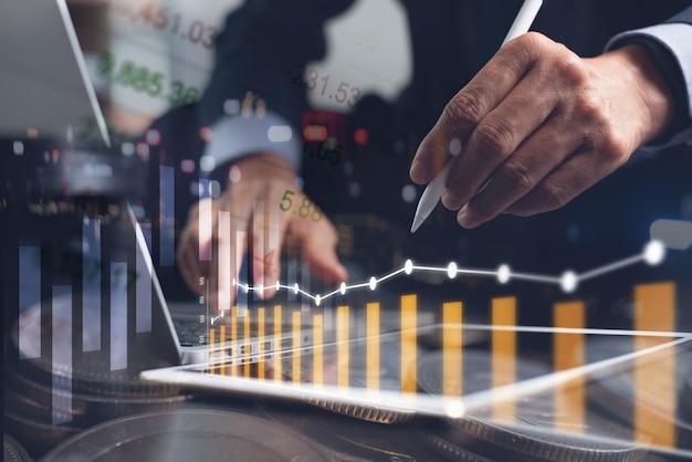 Empresário fazendo análise de negócios Foto Premium