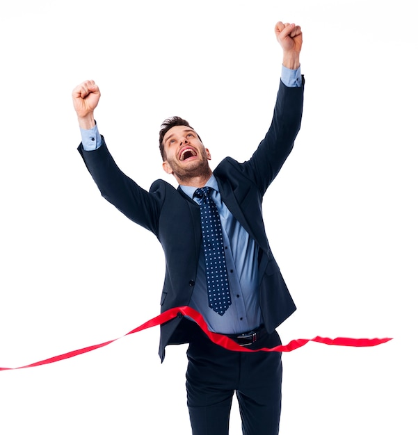 Empresário feliz com vitória Foto gratuita