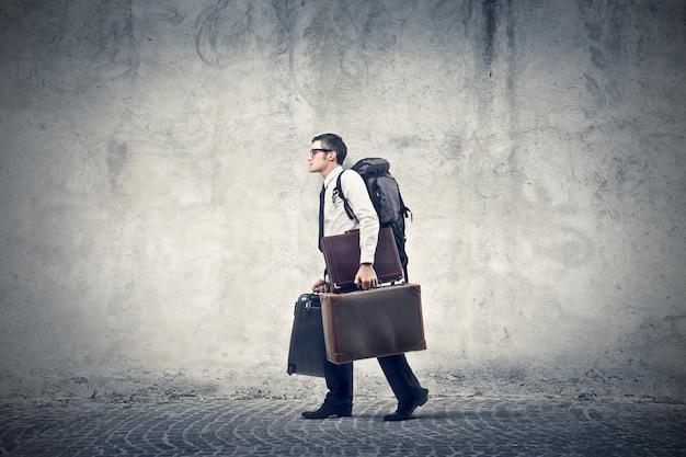 Empresário indo em uma viagem Foto Premium