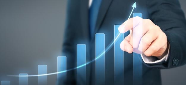 Empresário plano gráfico crescimento aumento de indicadores positivos do gráfico em seus negócios Foto Premium