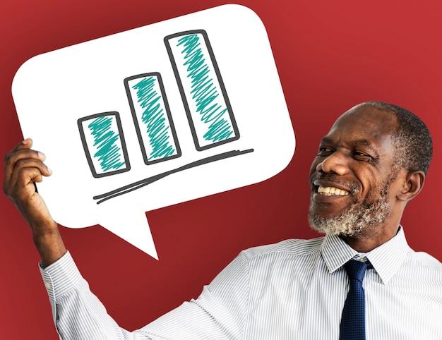 Empresário, segurando a bolha do discurso com o ícone de gráfico de barras Foto Premium