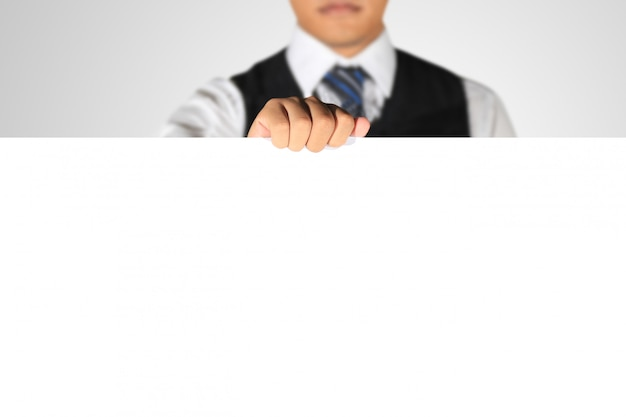 Empresário segurando papel em branco Foto Premium