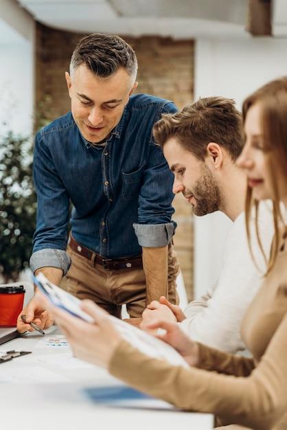 Empresários em reunião Foto Premium