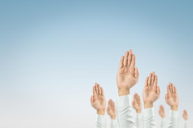 Empresários levantaram as mãos para ganhar a celebração da organização Foto Premium
