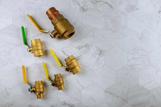 Encaixe de latão em conexões de tubos de água Foto Premium