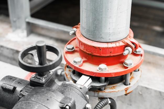 Encanamento de água na estação de tratamento de água Foto Premium