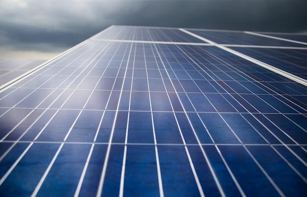 Energia fotovoltaica na energia da central solar a partir de energia natural Foto Premium