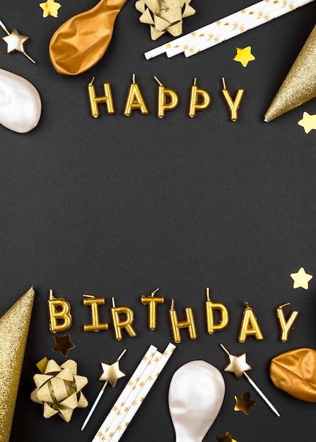 Enfeites de aniversário elegantes - vista superior Foto gratuita