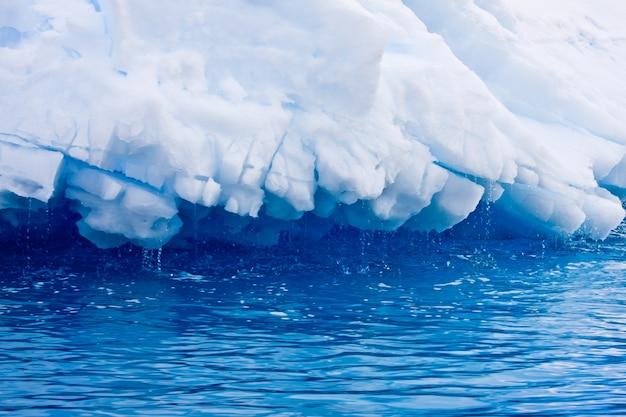 Enorme iceberg na antártica Foto Premium