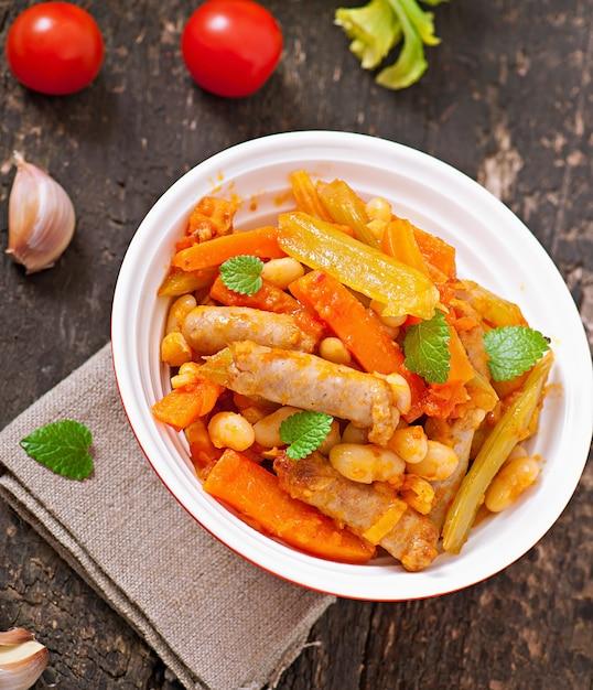 Ensopado marroquino com salsichas Foto gratuita