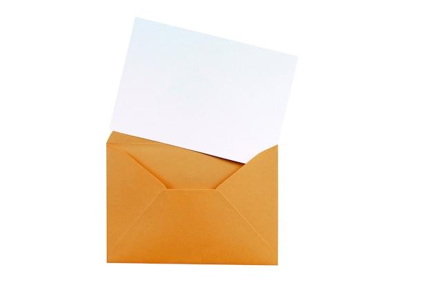 Envelope marrom de manila com cartão de carta em branco Foto gratuita