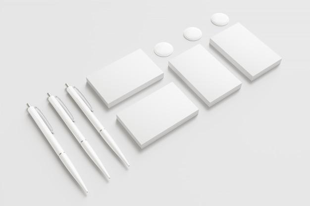 Envelopes em branco e cartões isolados no branco. Foto gratuita