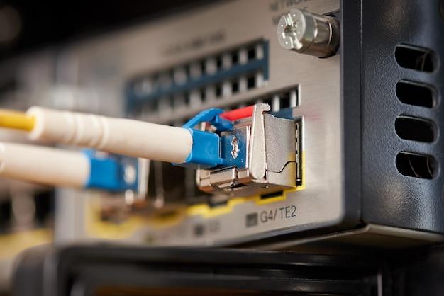 Equipamento de comunicações para fornecedores de serviços de internet. Foto Premium