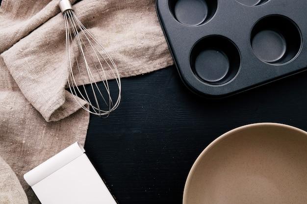 Equipamento de cozinha no balcão da cozinha Foto gratuita