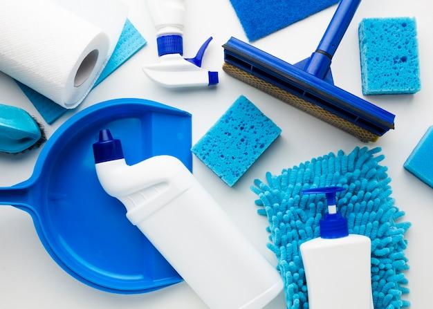 Equipamento de limpeza em vista superior Foto gratuita