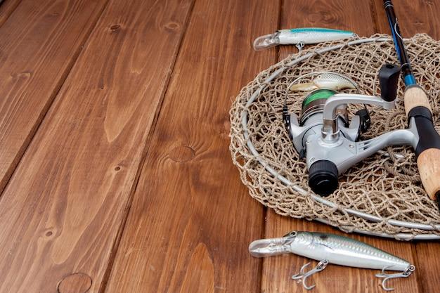 Equipamento de pesca - pesca de fiação, anzóis e iscas Foto Premium
