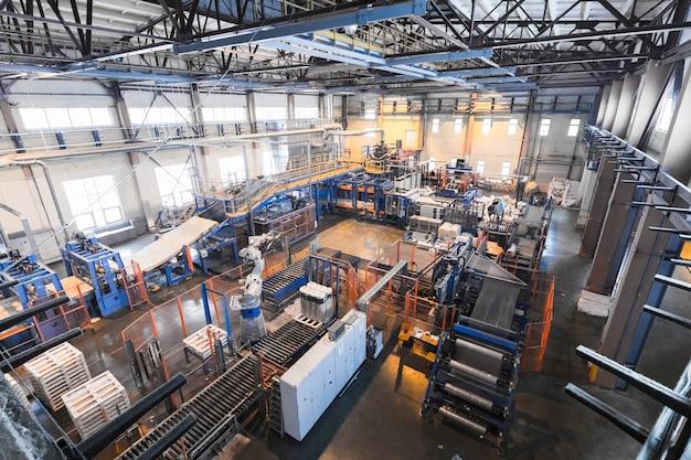 Equipamentos de produção de fibra de vidro na fabricação Foto Premium