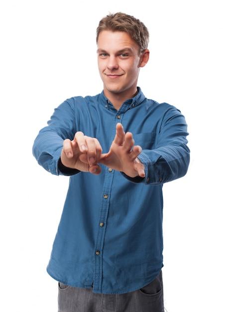 Equipe a introdução de um dedo em sua outra mão Foto gratuita