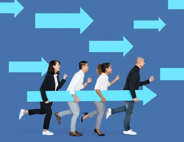 Equipe de negócios correndo na direção certa Foto Premium