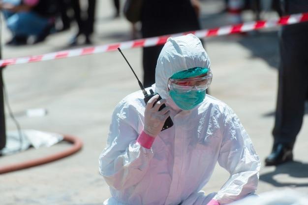 Equipe médica em missão de resgate Foto Premium