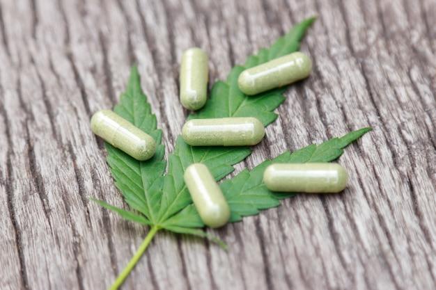 Erva de árvore de cannabis para remédio saudável em casa Foto Premium