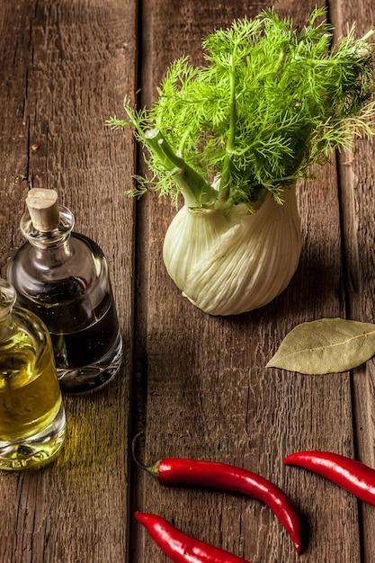 Erva-doce fresca cheia de vitaminas e fibras Foto gratuita