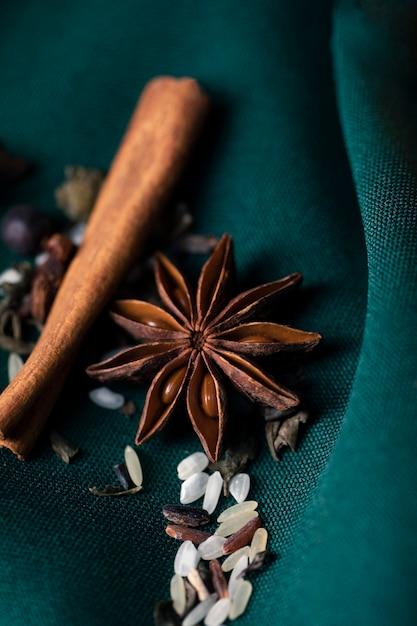 Ervas naturais e saudáveis de alto ângulo para chá Foto gratuita