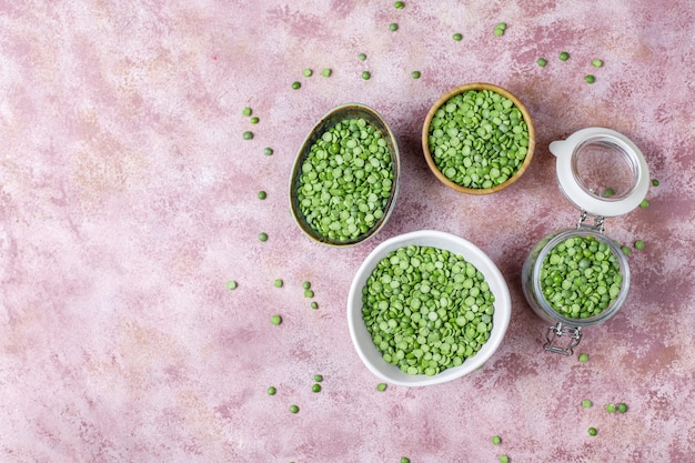 Ervilhas verdes, vista superior Foto gratuita