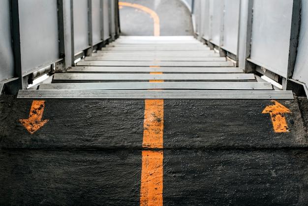 Escada na cidade Foto gratuita