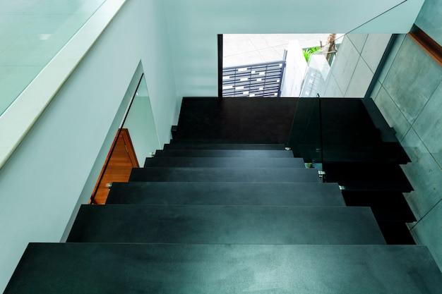Escadaria de luxo em casa moderna villa belo interior Foto Premium