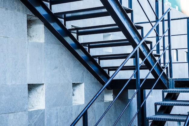 Escadas urbanas Foto gratuita