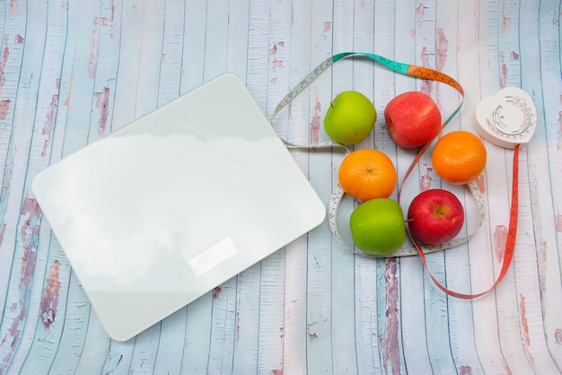 Escala de peso e fita métrica e conceito de dieta e estilo de vida saudável Foto Premium