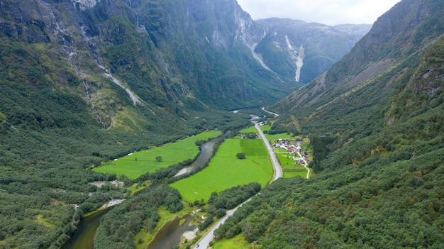 Escandinávia natureza fiorde e montanha no parque nacional da noruega e suécia Foto Premium