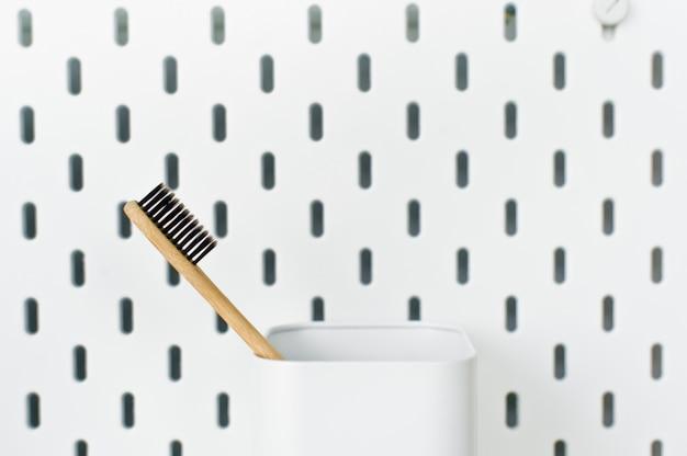 Escova de dentes de bambu, conceito livre de plástico, desperdício zero Foto Premium