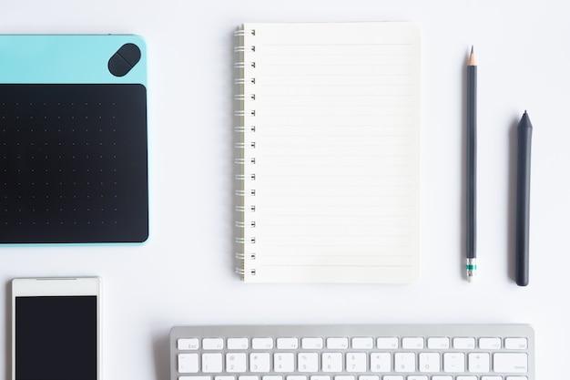 Escritório de mesa branco Foto Premium