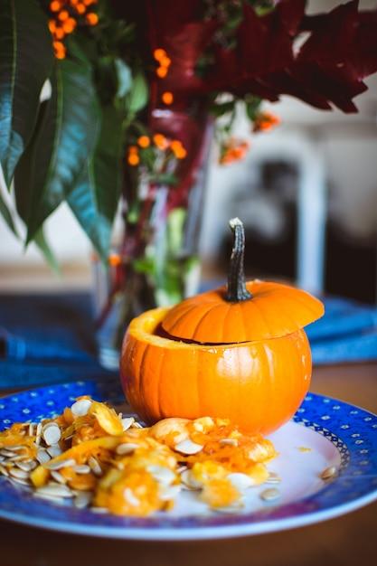 Escultura de abóbora de halloween Foto gratuita