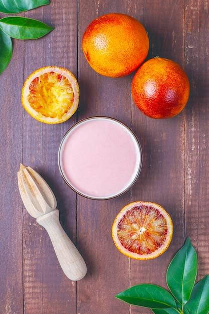 Esmalte caseiro delicioso de laranja de sangue com frutas frescas de laranja de sangue. Foto gratuita