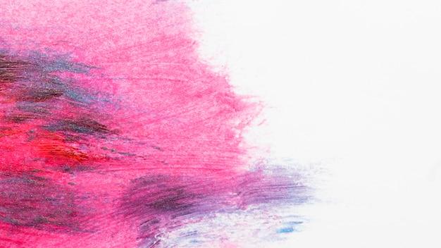 Esmaltes espalhados na superfície branca Foto gratuita