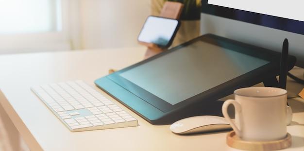 Espaço de trabalho confortável do freelancer Foto Premium