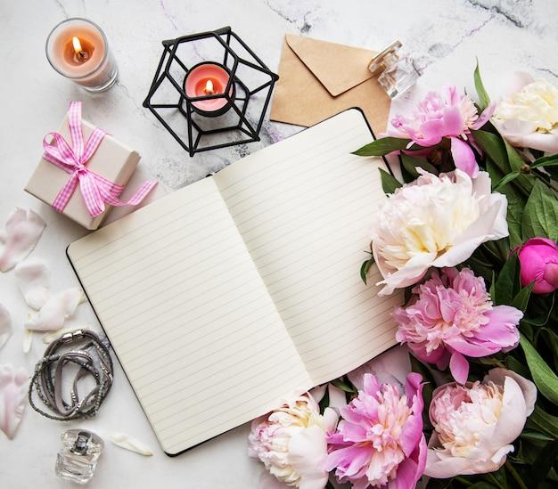 Espaço de trabalho do blogger ou freelancer Foto Premium