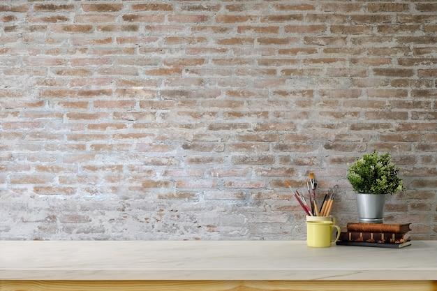 Espaço de trabalho mínimo com mesa de maquete e parede de tijolos. Foto Premium