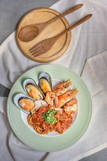 Espaguete com frutos do mar Foto Premium