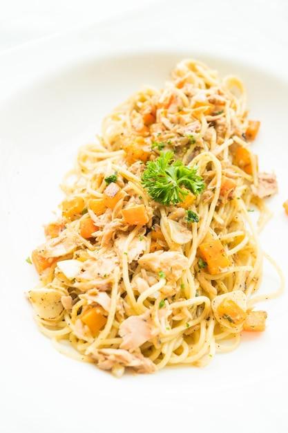 Espaguete de atum Foto gratuita