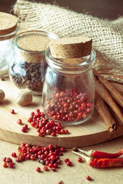 Especiarias e ervas aromáticas Foto Premium