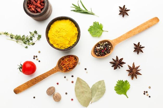 Especiarias e ingredientes para cozinhar Foto Premium