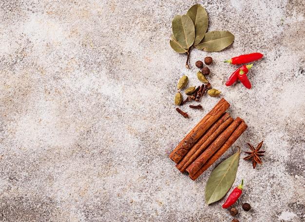 Especiarias masala para cozinhar pratos indianos Foto Premium
