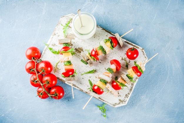 Espetos de sanduíches de salada Foto Premium