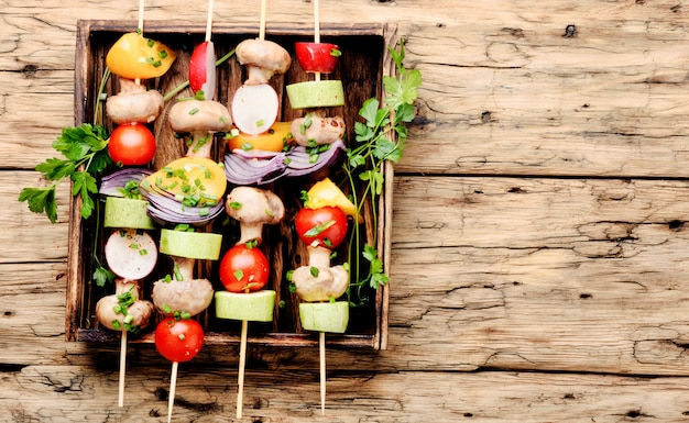 Espetos grelhados de legumes Foto Premium