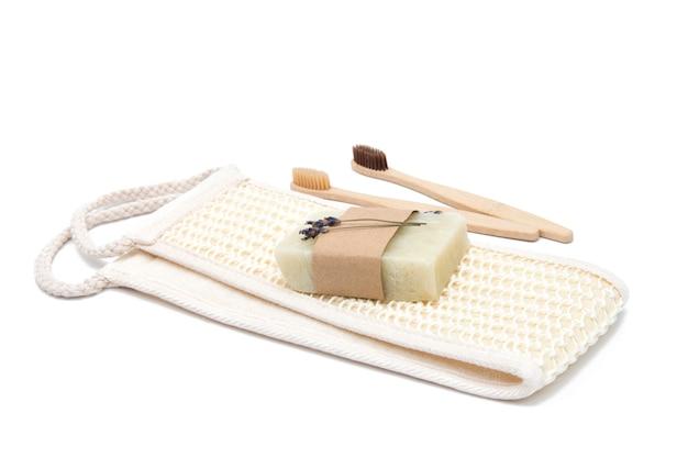 Esponja de banho natural ecológica, escovas de dentes de bambu e sabão Foto Premium