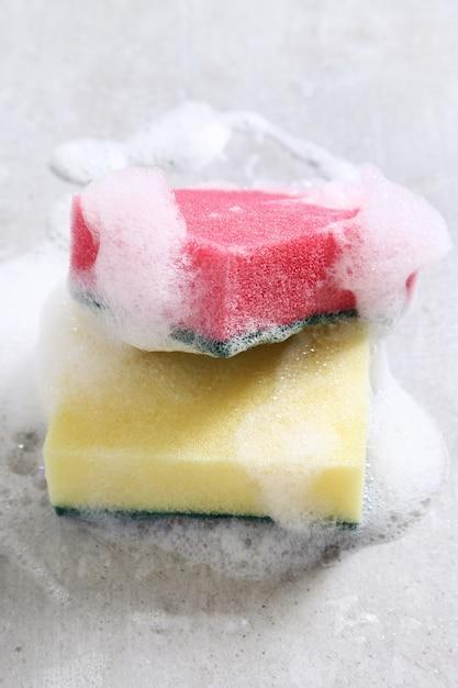 Esponjas coloridas Foto gratuita